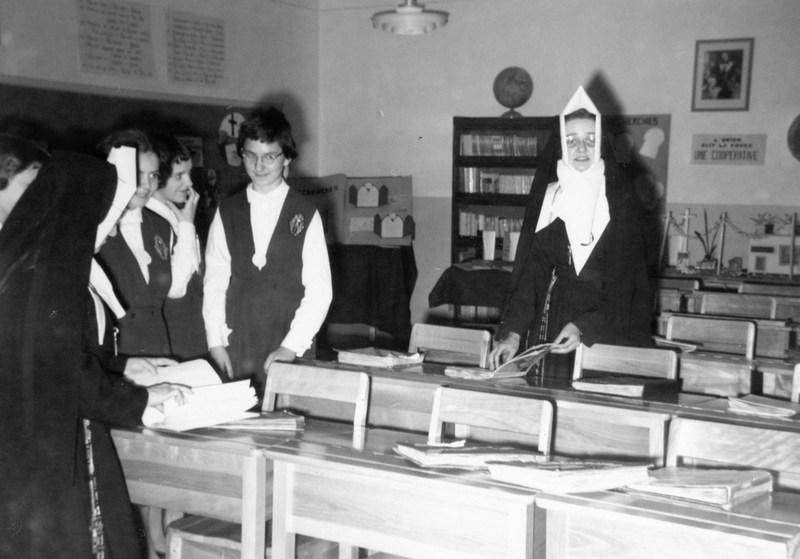 <p>Jusqu&rsquo;en 1975, l&rsquo;&eacute;tablissement, destin&eacute; exclusivement &agrave; l&rsquo;&eacute;ducation des jeunes filles, est dirig&eacute; par les religieuses de la Congr&eacute;gation de Notre-Dame.<br /><br />Photo : &copy; SHSAD</p>