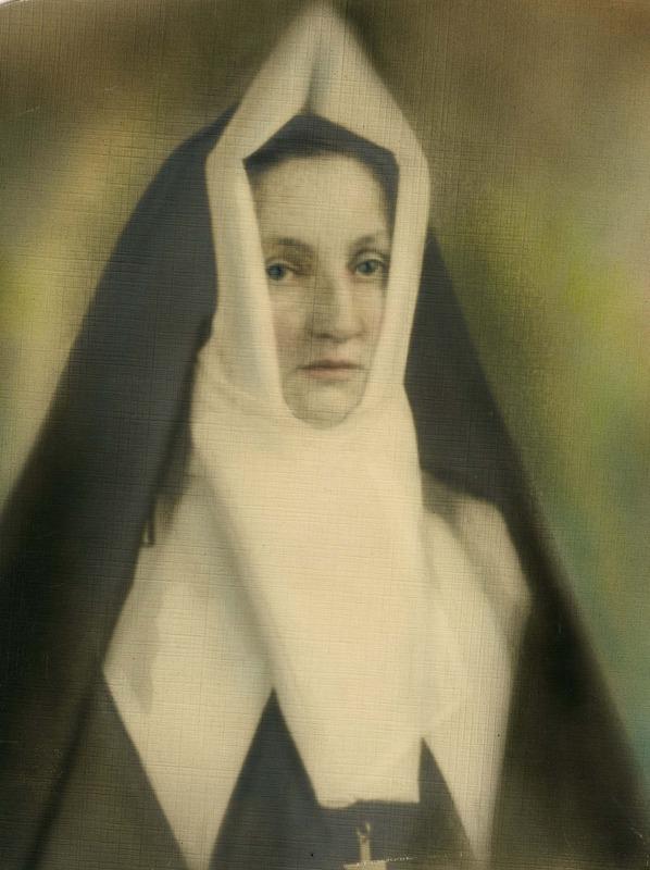 <p>Julia L&eacute;vesque, s&oelig;ur de la Congr&eacute;gation Notre-Dame sous le nom de S&oelig;ur Saint-Albert-de- Rome, 1893-1973.<br />(Archives famille Charles LeBel)</p>