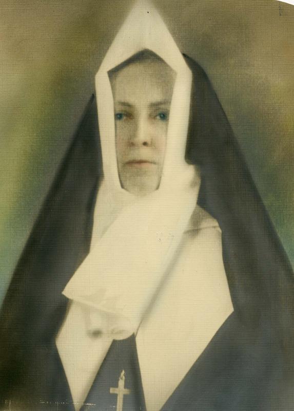 <p>Alice L&eacute;vesque, s&oelig;ur de la Congr&eacute;gation Notre-Dame sous le nom de S&oelig;ur Saint-Fran&ccedil;ois-du-Seigneur, 1895-1980.<br />(Archives famille Charles LeBel)</p>