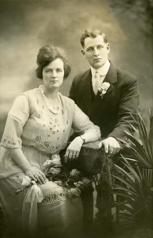 <p>Albert L&eacute;vesque (1894-1976) et &Eacute;va B&eacute;rub&eacute; (1895-1973) lors de leur mariage en 1920.<br />(Archives famille Charles LeBel)</p>