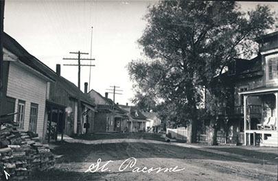 <p>Vue sur le boulevard B&eacute;gin dans les ann&eacute;es 1945.<br />Au centre apparaissent la maison et la boutique familiales.<br />(Archives familiales Norbert-&Eacute;. Dionne)</p>