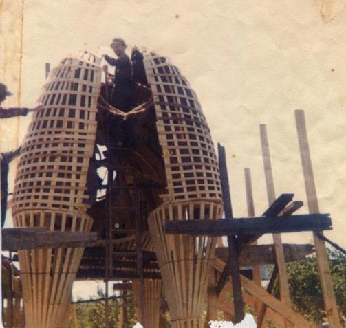 <p>Avec sa taille gigantesque, imaginez les heures de travail n&eacute;cessaires pour sa cr&eacute;ation.<br /><br />Source : Banque d&#39;images de Saint-S&eacute;verin (vers 1975)</p>