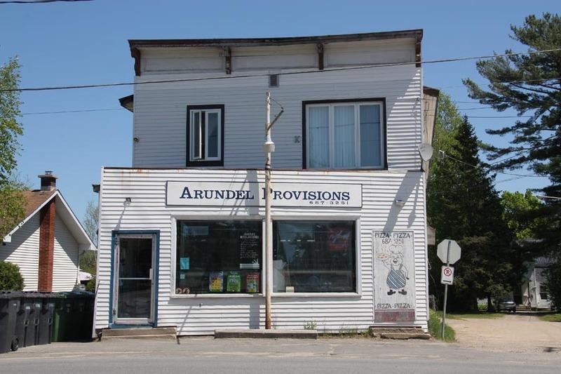 <p>Vous pouvez observer, non loin d&#39;ici, l&#39;ancien magasin Graham. La pizza y est excellente!</p>
