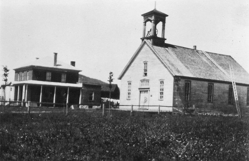 <p>Le village se formant autour de la Chute aux Bleuets. En 1904, avec l&#39;initiative d&#39;Adolphe Coupal et d&#39;une quarantaine de colons, une demande &agrave; l&#39;archev&ecirc;que d&#39;Ottawa est faite pour &eacute;riger une nouvelle paroisse et construire une &eacute;glise. (R&eacute;f&eacute;rence: Bergeron-Gagnon inc., inventaire du patrimoine de la MRC des Laurentides, 2013)</p>