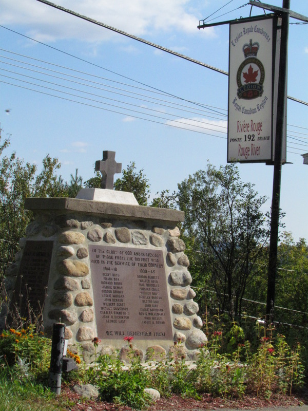 <p>A bit further down this road, you will pass by a colonial building belonging to the Royal Canadian Legion. In addition to this late 19th-century edifice, you can note various commemorative items on display, including a cannon.</p>