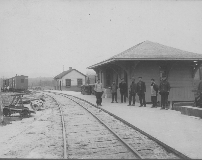 <p>The station in Arundel dates from&nbsp;&nbsp; 1925 and is one of the last remaining examples of an authentic railway building in the region. Most of the others have disappeared or been rebuilt, while in this case the structure has retained a good deal of its original architectural characteristics. The station was built originally further south of the present site, at the intersection of Chemin de la Rouge and Route 364. It was moved to its present site in July 1986. It was onJuly 4th&nbsp; of the following year that it was given its official function as the local post office, which it retains to this day (source: Bergeron-Gagnon Inc., heritage inventory of the Laurentides RMC, 2013).</p>