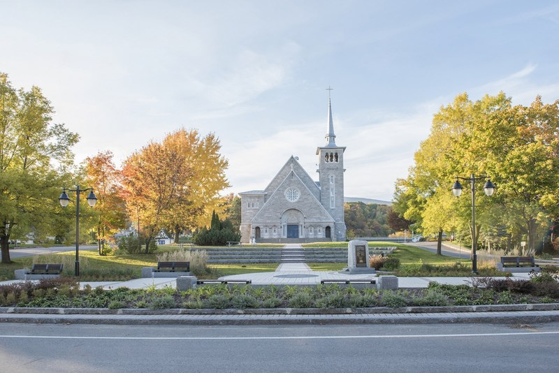 <p>The space in front of the Beaupr&eacute; church, known as the &ldquo;Place des G&eacute;n&eacute;rations,&rdquo; was fully renovated in 2013. The venue includes an agora that welcomes many cultural events each year.<br /><br />Picture: Squar des G&eacute;n&eacute;rations&nbsp;(Manon Dumas. D&eacute;veloppement C&ocirc;te de Beaupr&eacute;, coll. Prix du paysage)</p>