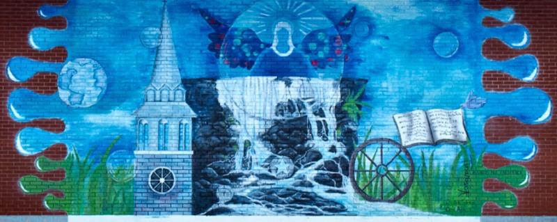 <p>Pour la cr&eacute;ation de la murale de Roxton Falls, le conseil municipal a choisi Tina Rose Bastien, une artiste peintre professionnelle de Roxton Falls, qui expose depuis plus de trente ans au Qu&eacute;bec et &agrave; l&#39;&eacute;tranger.<br /><br />Cette derni&egrave;re a assur&eacute; la composition de cette murale en se basant sur les th&egrave;mes historiques d&eacute;termin&eacute;s par la municipalit&eacute; et l&#39;a r&eacute;alis&eacute;e en compagnie de deux stagiaires, Christine Guilmain et Carol Ann Gauthier, artistes peintres de la rel&egrave;ve.<br /><br />&nbsp;</p>