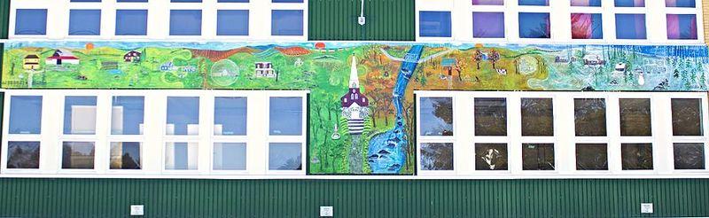 <p>Pour la cr&eacute;ation de la murale de B&eacute;thanie, le conseil municipal a choisi Tina Rose Bastien, une artiste peintre professionnelle de Roxton Falls, qui expose depuis plus de trente ans au Qu&eacute;bec et &agrave; l&rsquo;&eacute;tranger.<br /><br />Cette derni&egrave;re a assur&eacute; la composition de cette murale en se basant sur les th&egrave;mes historiques d&eacute;termin&eacute;s par la municipalit&eacute; et l&rsquo;a r&eacute;alis&eacute;e en compagnie de deux stagiaires, Genevi&egrave;ve Sabourin et Marie-Louise Brabant, artistes peintres de la rel&egrave;ve.<br /><br />&nbsp;</p>