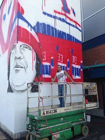 <p>Fr&eacute;d&eacute;rick Thomas, artiste, lors de la r&eacute;alisation de la murale.</p>