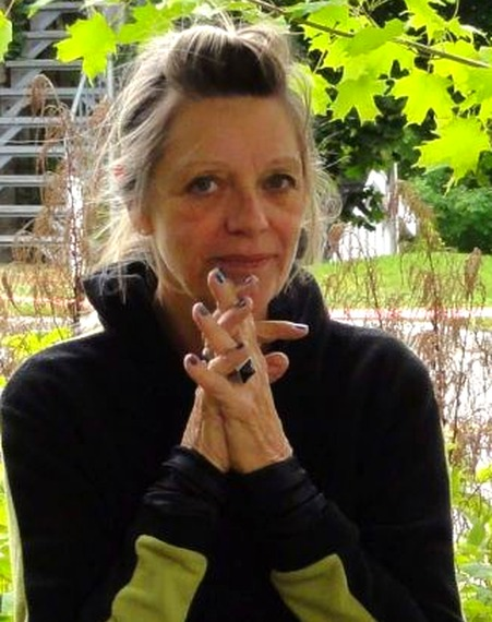 <p>Native de Montr&eacute;al<br /><br />Depuis, plus de trente ans, Tina Rose Bastien expose en solo et en groupe au Qu&eacute;bec et &agrave; l&#39;&eacute;tranger dans les galeries et les symposiums. Enseignante, muraliste et illustratrice de livres pour enfants, elle est membres de plusieurs associations d&#39;artistes professionnels dont le RAAV, Bor&eacute;art, le Cercle du Qu&eacute;bec, etc.<br /><br />R&eacute;cipiendaire de nombreux prix de jurys et form&eacute;e en Histoire de l&#39;art &agrave; l&#39;UQAM, elle a beaucoup voyag&eacute; afin d&#39;&eacute;tudier diverses techniques aupr&egrave;s de grands ma&icirc;tres du monde entier : &eacute;tudes de l&#39;art oriental&nbsp; avec Virginia Chang, trompe l&#39;oeil avec Sa&iuml;die Broffman, marouflage avec Louisa Nicol, etc.).</p>