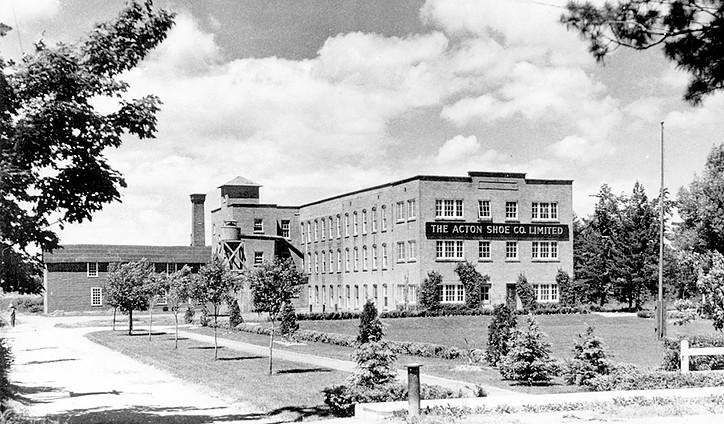 <p>L&#39;entreprise Acton Shoe en 1940.<br />Source: Soci&eacute;t&eacute; d&#39;histoire de la r&eacute;gion d&#39;Acton.</p>