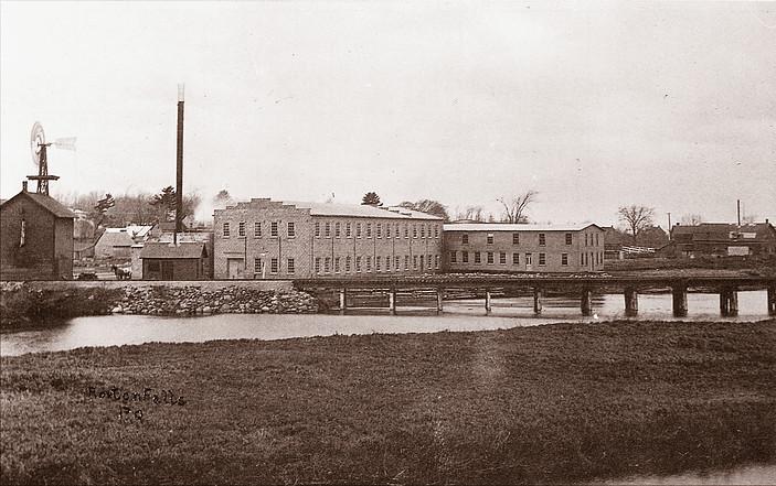 <p>Manufacture Roxton Mills &amp; Chair.<br />Source: H&eacute;l&egrave;ne Poirier-Nichols.</p>