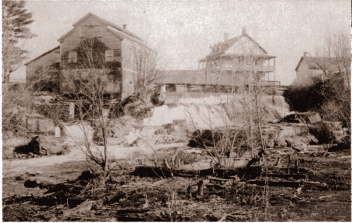 <p>Chutes et moulin.<br />Source: Association touristique de Roxton Falls.</p>