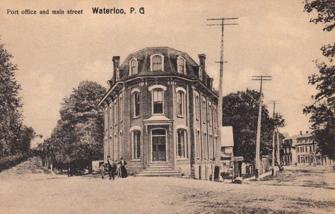 The first Waterloo Post Office was erected in 1872 at the junction of Foster and Court (rue de la Cour) streets. Completed in 1873, the building also housed a pharmacy, a jewellery store and the telegraph office.<br /><br />During its first 50 years of operation, Messrs. MacDonald, Stevens and Savaria served as postmasters. It is worth noting that, at that time, Court Street was the main artery leading to Frost Village. By virtue of the Loi du Grand Voyer of 1796, the road had to be at least 20 feet wide, which is why it still looks so charming today. As early as 1859, the Court had a registration office on this street, hence the name &lsquo;Rue de la Cour&rsquo;.