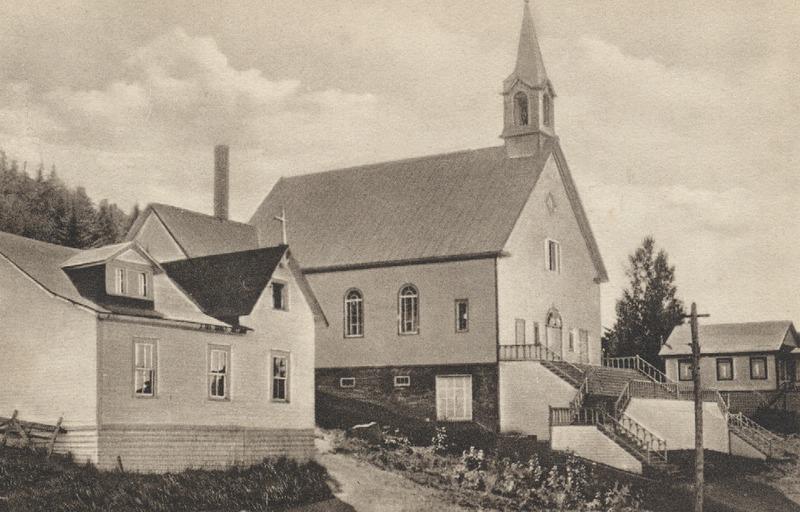 <p>&Agrave; l&#39;avant-plan, la chapelle &eacute;cole de Mont-Tremblant, o&ugrave; le cur&eacute; Limoges officiait le dimanche.<br /><br />&copy; Photo : SOPABIC.</p>