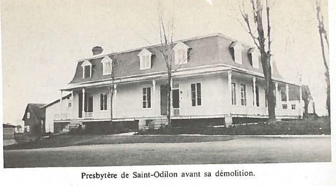 <p>Lors d&#39;une assembl&eacute;e de la Fabrique de Saint-Odilon le 10 d&eacute;cembre 1967, le conseil d&eacute;cida de mettre en vente le presbyt&egrave;re consid&eacute;rant plusieurs raisons. Le 3 janvier 1970, le vieux presbyt&egrave;re est vendu &agrave; l&#39;ench&egrave;re pour la modique somme de 635$.<br /><br />Source :&nbsp;Cent ans d&#39;histoire et plus... &agrave; Saint-Odilon-de-Cranbourne (1969)</p>