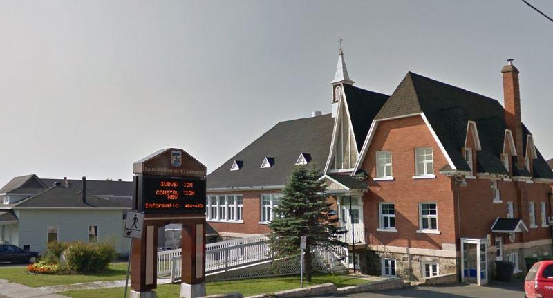 <p>Saint-Odilon-de-Cranbourne s&#39;est dot&eacute; d&#39;un couvent en 1907.&nbsp; Ayant autrefois servi d&#39;habitation pour la communaut&eacute; religieuse, le couvent sert aujourd&#39;hui de lieu de rassemblement.&nbsp; En fait, il est occup&eacute; par divers organismes de la municipalit&eacute;, dont le Cercle des fermi&egrave;res de Saint-Odilon, le club FADOQ, le Club optimiste et la Maison des jeunes.<br /><br />Source :&nbsp;Municipalit&eacute; (2016)</p>