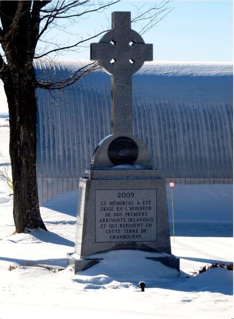 <p>Les croix de chemin sont le symbole d&#39;une forte appartenance religieuse &agrave; une certaine &eacute;poque.&nbsp;Derri&egrave;re chaque croix se cache une intention bien pr&eacute;cise.<br /><br />Celle situ&eacute;e au coin du rang 6 Ouest et de la route 275 est une croix comm&eacute;morative. Elle rappelle notre ancienne chapelle ainsi que le cimeti&egrave;re anglican.<br /><br />Visite libre&nbsp;<br /><br />Source :&nbsp;Les croix de chemin - Micheline Harvey (janvier 2015)</p>