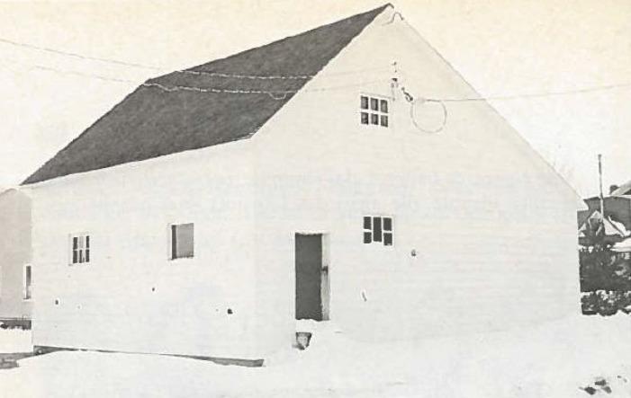 <p>La Fabrique de St-Odilon a c&eacute;d&eacute; un hangar derri&egrave;re l&#39;&eacute;glise &agrave; l&#39;O.T.J. pour favoriser la pratique de sports.&nbsp; En 1965, une subvention est accord&eacute;e par la municipalit&eacute; pour la r&eacute;novation de la b&acirc;tisse.<br /><br />Source :&nbsp;Livre Cent ans d&#39;histoire et plus (D&eacute;but 1966)</p>