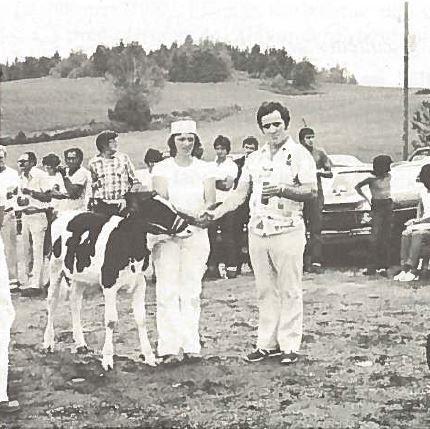 <p>La qualit&eacute; du troupeau est tr&egrave;s importante pour les agriculteurs de notre paroisse.&nbsp; Plusieurs d&#39;entre eux participent aux diff&eacute;rentes expositions de la r&eacute;gion et&nbsp;se d&eacute;marquent en remportant des prix.<br /><br />Source :&nbsp;Livre Cent ans d&#39;histoire et plus (1981)</p>