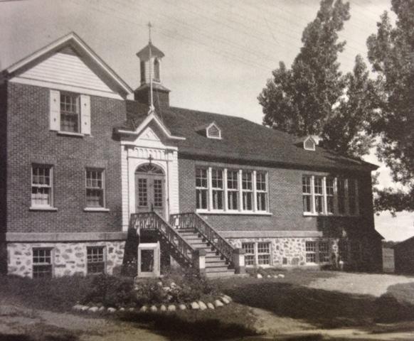 <p>Photo du vieux couvent en 1936.&nbsp; Nous pouvons constater que son aspect n&#39;a pas beaucoup chang&eacute; depuis ces nombreuses ann&eacute;es.<br /><br />Source : Inconnue (1936)</p>