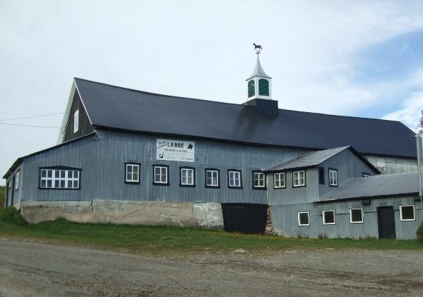 <p>Grange &agrave; clocheton construite en 1885 situ&eacute; au 692 rang Saint-Pierre.<br /><br />Source :&nbsp;MRC Robert-Cliche</p>