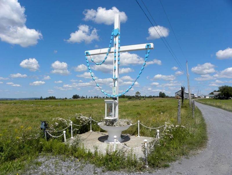 <p>Croix de chemin situ&eacute;e au 2033 Route 112<br />Vous pouvez ensuite suivre le circuit patimonial de la municipalit&eacute; de Tring-Jonction.&nbsp;<br /><br />Source : Monique Bellemare</p>