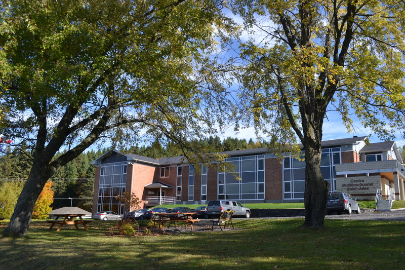 <p>L&rsquo;ancien couvent est devenu le Centre Multi fonctionnel en 2012. On y retrouve le bureau municipal, des locaux pour les organismes tel que la Fadoq, les Fermi&egrave;res et le Club parentaide/ Camps les &Eacute;tincelles et Vaho Aventure.<br /><br />Source : Municipalit&eacute; St-Jules</p>