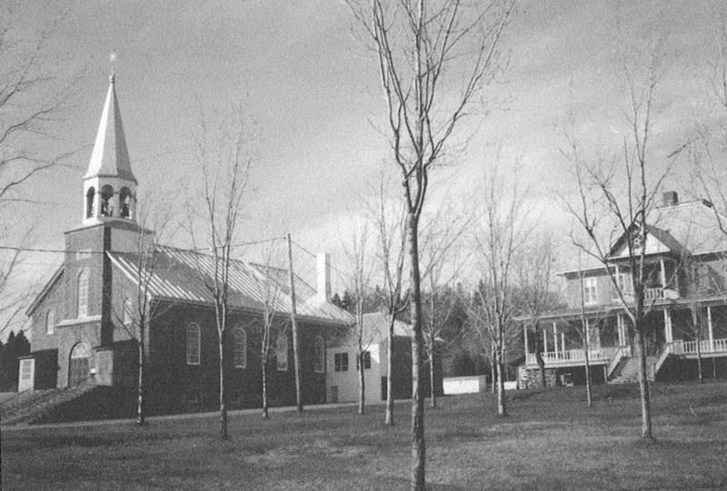<p>Le 16 mai 1967, on peinture la brique ext&eacute;rieure et l&#39;abb&eacute; Armand Nadeau cur&eacute; de la paroisse fait planter des &eacute;rables devant le presbyt&egrave;re.&nbsp;<br /><br />Source: Livre du 75e de la paroisse&nbsp;</p>