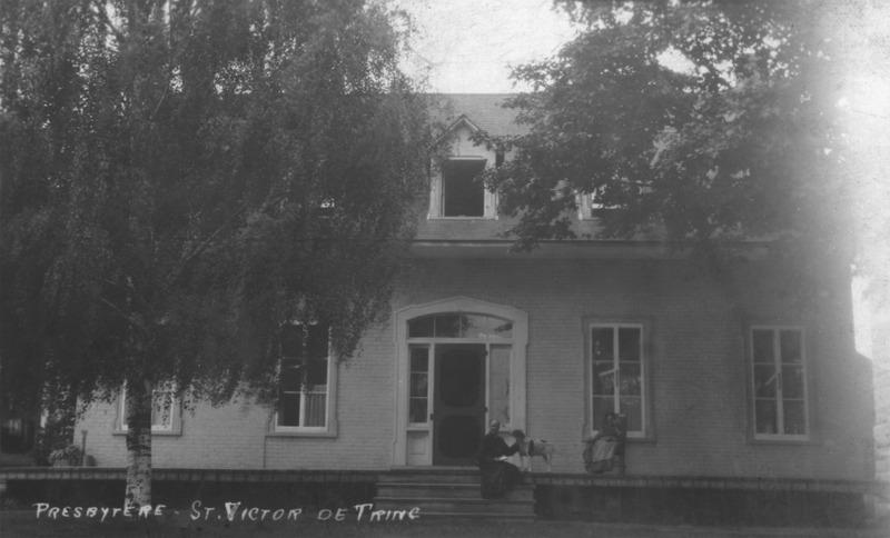 <p>Quand le premier cur&eacute; de Saint-Victor, L&eacute;on Provancher, est arriv&eacute; &agrave; Saint-Victor, en 1848, un presbyt&egrave;re &eacute;tait en construction.&nbsp; Un nouveau presbyt&egrave;re f&ucirc;t constuit dans les ann&eacute;es 1870.<br /><br />Source:&nbsp;&nbsp;Soci&eacute;t&eacute; du Patrimoine de Saint-Victor-de-Beauce</p>