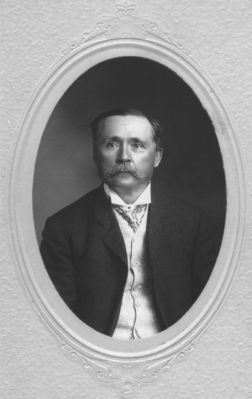 <p>Joseph Bolduc, fils d&rsquo;Augustin, poss&eacute;dait de nombreuses terres &agrave; Saint-Victor, dans les Fonds notamment. Apr&egrave;s des &eacute;tudes au Coll&egrave;ge Sainte-Marie et &agrave; l&rsquo;Universit&eacute; Laval, il devint notaire, en 1874. La m&ecirc;me ann&eacute;e, &agrave; l&rsquo;&acirc;ge de 25 ans, il devint maire de Saint-Victor, et le demeura jusqu&rsquo;en janvier 1877. Il f&ucirc;t aussi pr&eacute;fet du comt&eacute; de Beauce. Il &eacute;tait aussi cultivateur et il f&ucirc;t directeur de la Soci&eacute;t&eacute; agricole de la division de la Beauce pendant de nombreuses ann&eacute;es.<br /><br />Source: Soci&eacute;t&eacute; du Patrimoine de Saint-Victor-de-Beauce</p>