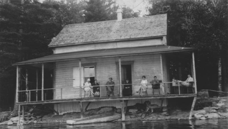 <p>Avant 1946, il y avait peu d&rsquo;activit&eacute;s au Lac Fortin. La plupart des terres situ&eacute;es autour du lac servaient &agrave; faire les foins ou au p&acirc;turage des animaux. Les loisirs autour du lac se limitaient &agrave; un peu de p&ecirc;che sportive et &agrave; la baignade. Les familles Lacourci&egrave;re et Taschereau-Fortier &eacute;taient alors les seules &agrave; poss&eacute;der un chalet autour du lac.<br /><br />Source: Soci&eacute;t&eacute; du Patrimoine de Saint-Victor-de-Beauce</p>