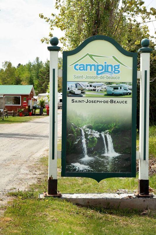 <p>&Agrave; votre arriv&eacute;e, vous y trouverez l&rsquo;enseigne officielle.<br /><br />Source: Page Facebook du camping</p>