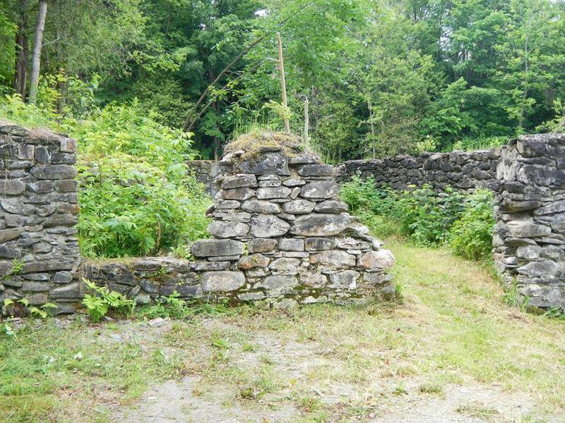 <p>Les derniers vestiges du Moulin des Fermes que l&#39;retrouve actuellement sur le site.<br /><br />Source: Page Facebook du Moulin des Fermes</p>