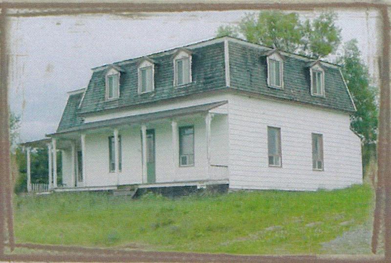 <p>Une photo de la maison en date d&rsquo;aujourd&rsquo;hui.<br /><br />Source: Livre &laquo; Nos belles des &eacute;rables &raquo; (2007)</p>