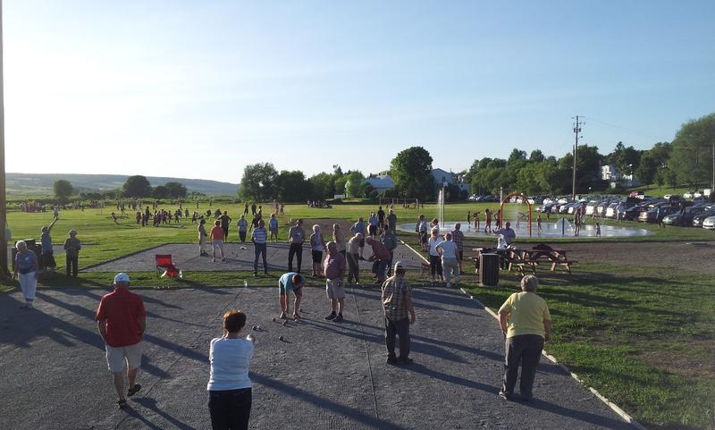 <p>On trouve sur place un magnifique parc, lequel est fr&eacute;quent&eacute; par tous les groupes d&#39;&acirc;ges.<br /><br />Source:&nbsp;Ville de Saint-Joseph-de-Beauce</p>
