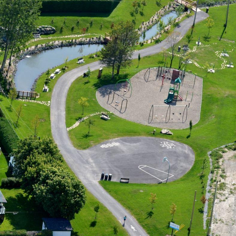<p>Situ&eacute; en plein c&oelig;ur du d&eacute;veloppement du Vallon, ce parc interg&eacute;n&eacute;rationnel est un endroit des plus enchanteurs avec des am&eacute;nagements paysagers, mobilier urbain, modules de jeux, sentier p&eacute;destre, aire sportive et r&eacute;cr&eacute;ative.<br /><br />Source:&nbsp;Ville Saint-Joseph-de-Beauce</p>