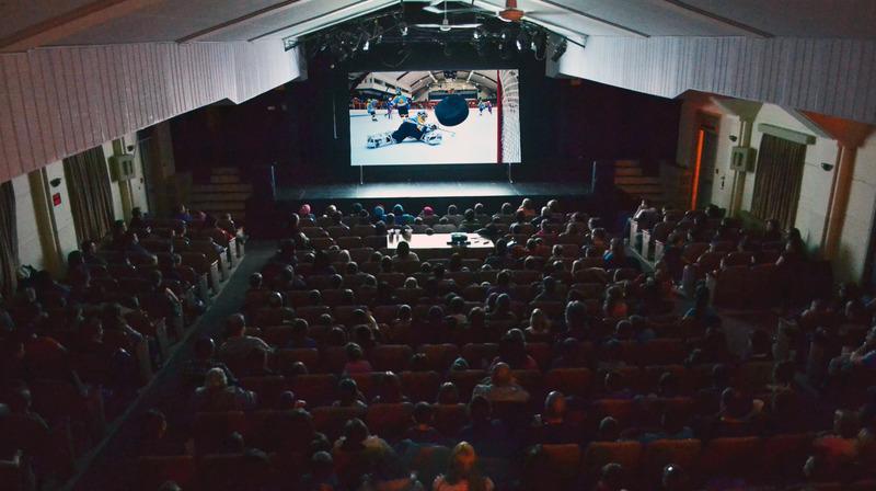 <p>Tout au long de l&#39;ann&eacute;e, le th&eacute;&acirc;tre est utilis&eacute; pour diff&eacute;rents spectacles musicaux, th&eacute;&acirc;trales, conf&eacute;rences, projection de films et activit&eacute;s pour enfants.<br /><br /><a href='http://www.vsjb.ca/citoyens/loisirs-et-culture/'>Cliquez ici pour conna&icirc;tre la programmation offerte</a>.<br /><br />Source:&nbsp;Ville Saint-Joseph-de-Beauce</p>