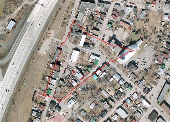 Le tracé de la première palissade de La Prairie est ici illustré sur une photo aérienne de la ville actuelle. Le fort de La Prairie ne subira qu'une seule attaque, le 11 août 1691 au matin.