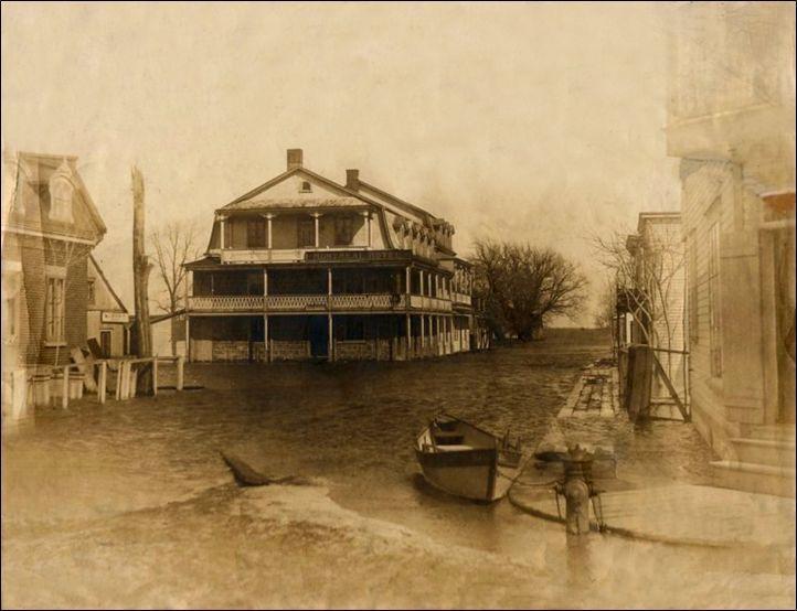 """Les effets désastreux des inondations ne sont pas moindre durant la première moitier du 20e siècle. La ville de La Prairie est constamment transformée par les """"eaux montées""""."""