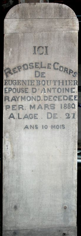 Dès 1705, les plus fortunés optent pour une sépulture dans la cripte. Elle constitue un revenu supplémentaire intéressant pour la fabrique.