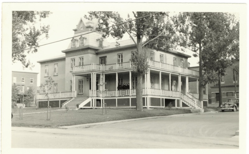 Saint-Alphonse Presbytery in 1947.<br /><br />Picture source: Fran&ccedil;ois Gamache Collection