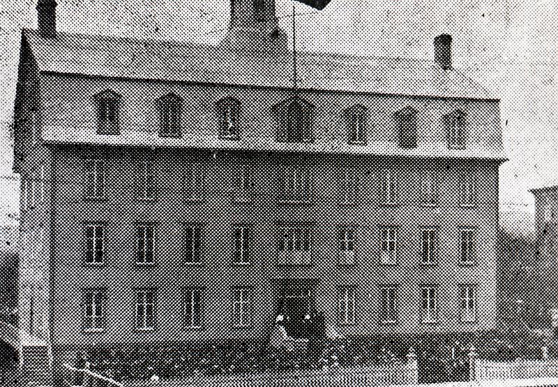 Saint-Alphonse Convent in Kingsville (1899).<br /><br />Picture source: CART - Fonds Galerie de nos anc&ecirc;tres de l&#39;or blanc