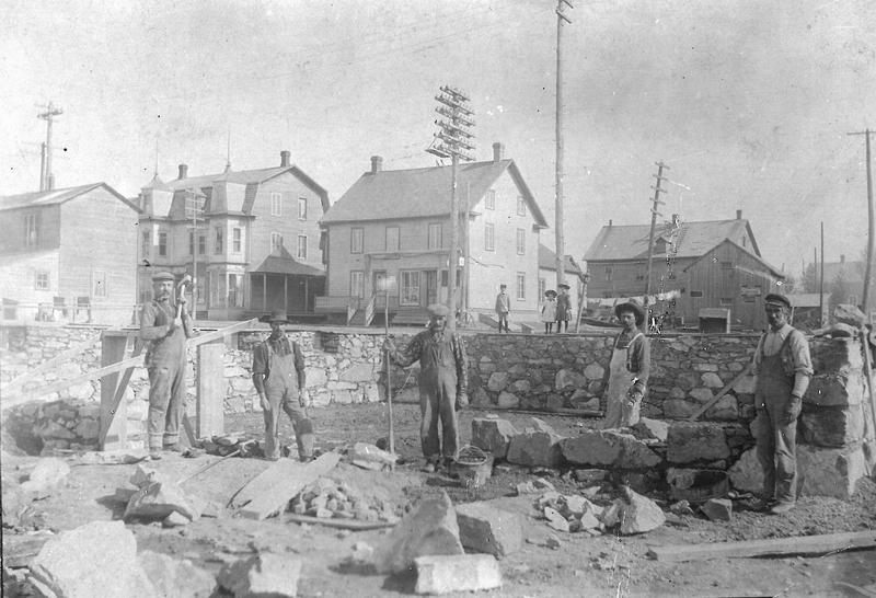 Construction of the King Cash Store buildind in 1903.<br /><br />Picture source: CART - Fonds Galerie de nos anc&ecirc;tres de l&#39;or blanc