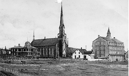 Second Saint-Alphonse Church (before 1906). One sees the presbytery, the convent and the house of doctor Charles Morin. The latest is located on the site of the future De La Salle College.<br /><br />Picture source: CART - Fonds Galerie de nos anc&ecirc;tres de l&#39;or blanc