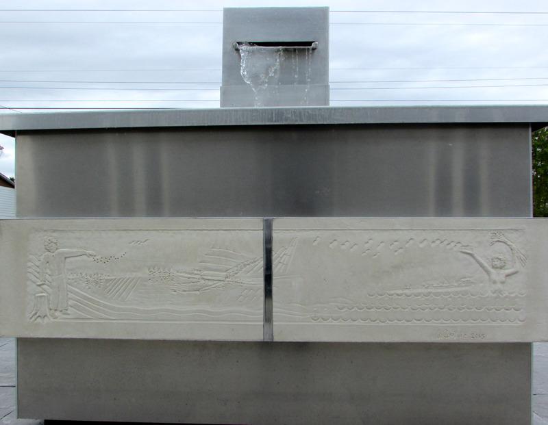 <p>Sc&egrave;ne 2 : Cette sc&egrave;ne rend hommage aux Pionniers D&eacute;fricheurs, femmes et hommes, qui ont occup&eacute;, d&eacute;velopp&eacute; et peupl&eacute; ce territoire.<br /><br /><br />Sculpteur : Jim Couture</p>