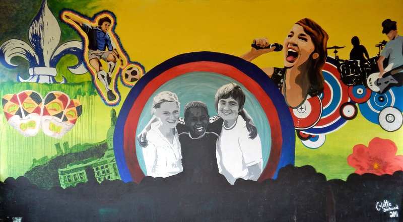 Mural by Colette Bachand, Tess Cournoyer and &Eacute;milie Lusson<br /><br />This mural illustrates the activities of Francophone youth in Alberta for example the Youth Parliament, the Youth Drama Festival, the Youth Francophone Games, and &ldquo;La Chicane&rdquo; (which is similar to a battle of the bands). The fleur-de-lis and the Alberta Wild Rose represent the Francophones of Alberta. Many of these activities are organized by the Francophone Youth of Alberta.