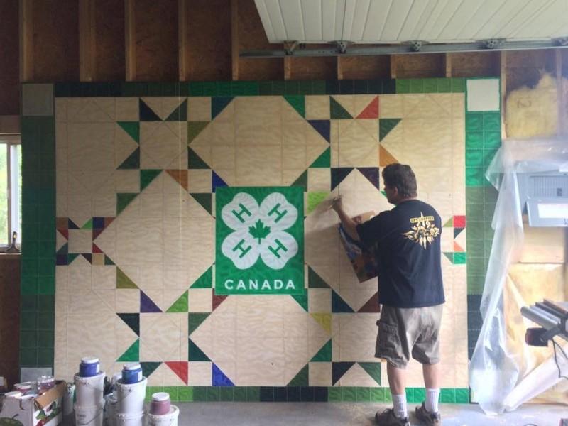 La nouvelle murale en dévelopement est peinte par Jacques Martel.
