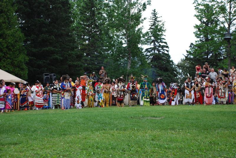 Grand rassemblement des Premières Nations à chaque année en deuxième fin de semaine de juillet. Un rendez vous culturel haut en couleur.
